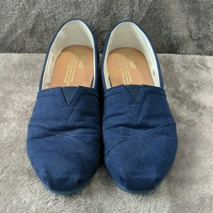 EUC TOMS classics, navy blue with navy sole